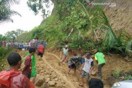 Tanah longsor timbun delapan orang di Manggarai Barat, NTT