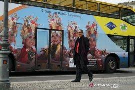 Foto Gandrung Banyuwangi hiasi bus-bus di Jerman
