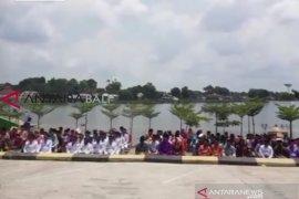 Ratusan pejabat Pemkot Jambi dilantik di pinggir danau