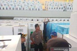 Gudang logistik KPU atapnya bocor