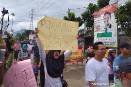 Ratusan warga aksi damai terkait penutupan jalan R3