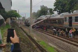 Ratusan penumpang terlantar, KRL Jakarta-Bogor anjlok di Cilebut