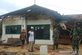 Whirlwind damage 50 homes in Sumenep, Madura