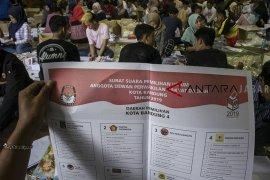 550 orang dilibatkan dalam pelipatan surat suara di KPU Kota Bandung