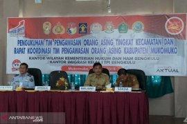 Imigrasi Bengkulu kukuhkan tim pengawasan orang asing di Mukomuko