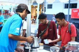 Promosikan kopi Nusantara, KAI Daop Jember bagikan 2.000 cangkir kopi gratis