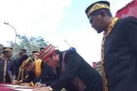Jalan Sotek-Bongan Ditandatangani Usai Upacara HUT Kabupaten Penajam