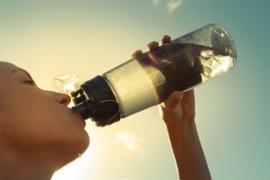 Minum air es terlalu sering membuat badan gemuk? Faktanya