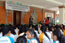 Diskes Denpasar lakukan vaksinasi kanker serviks kepada siswi
