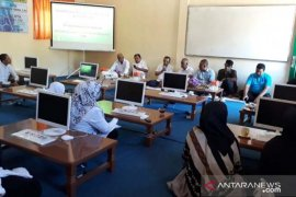 PT Solusi Bangun Andalas salurkan 10 komputer untuk MIN di Aceh Besar