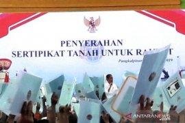 Presiden serahkan 2.500 sertifikat tanah kepada masyarakat Babel