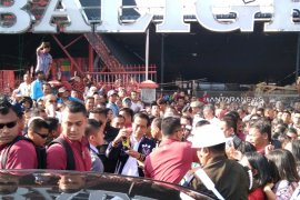 Satu jam Jokowi sapa ribuan warga di Pasar Balige