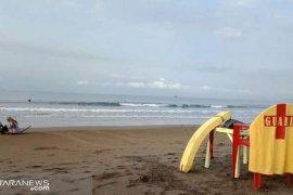 Gelombang tinggi landa laut selatan Sukabumi