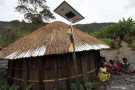 Listrik tenaga surya jangkau hingga perbatasan Papua