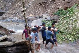 Gempa Lombok, 40 wisatawan Malaysia terjebak di air terjun Tiu Kelep
