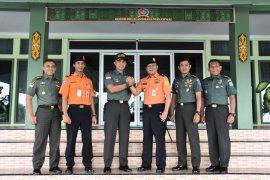 Kepala Kantor SAR Pontianak kunjungi Korem 121 ABW