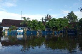 Terendam banjir, ratusan siswa SDN Wonoasri 01 di Jember diliburkan