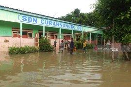 Terendam banjir, sejumlah sekolah di Tempurejo Jember diliburkan (Video)