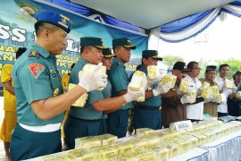 Lanal Lhokseumawe gagalkan penyeludupan 50 Kg sabu dari Thailand