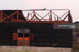 Angin puting beliung rusak lima rumah di Tapteng