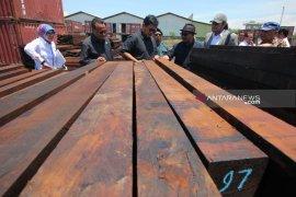 KLHK tetapkan tersangka tiga bos kayu ilegal
