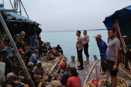 Polair Polres Bangka meningkatkan pengawasan penambangan di pantai