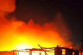 Rumah di Kampung Beting Pontianak terbakar