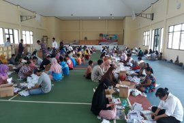 KPU Tanbu libatkan 120 orang lipat surat suara