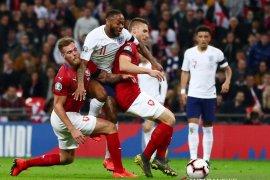 Inggris hajar Ceko 5-0, Sterling cetak trigol