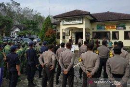 Polsek Puding Besar gelar pasukan pengamanan pemilu 2019 (Video)