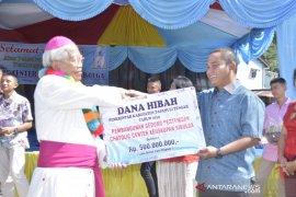 Bupati serahkan dana hibah Rp1 miliar untuk pembangunan fasilitas rumah ibadah
