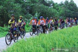 Ribuan pesepeda ikuti sosialisasi Pemilu melalui Gowes IJTI Karawang
