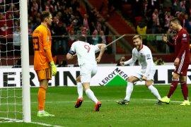 Polandia kalahkan Latvia 2-0