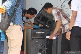 Empat dari delapan sekawanan pembobol ATM di Sumsel diciduk
