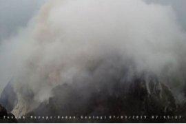 Merapi meluncurkan awan panas guguran sejauh 1.500 meter