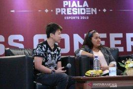 Ini kata legenda bulutangkis Indonesia Liliyana Natsir kepada atlet esport