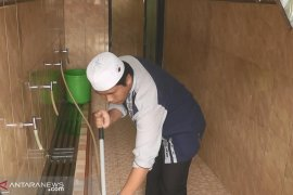 Nyaleg modal Rp3 juta, marbot masjid ini siap bertarung 17 April mendatang