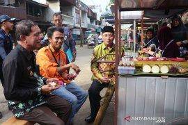 PT AGM helps lamang traders with carts