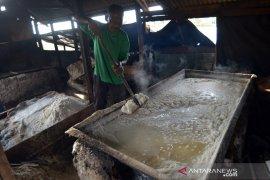Petani garam kewalahan penuhi permintaan pasar