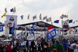 Pendukung Prabowo padati Stadion Pakansari