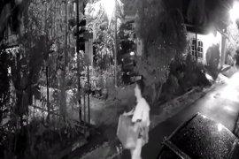 """Aksi pencuri kotak wakaf terekam """"CCTV"""""""