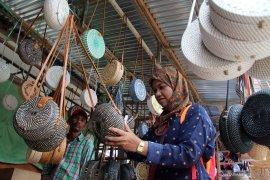Pedagang Indonesia di Pasar Serikin Sarawak Malaysia