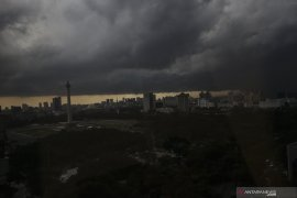 Waspadai hujan disertai angin kencang di Jakarta mulai siang ini