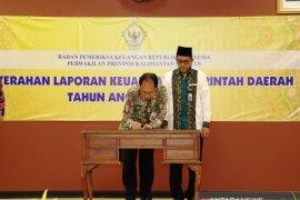 Penjabat Sekda Batola serahkan LKPD  2018