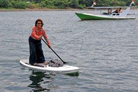 Menteri Susi Bermain Paddle