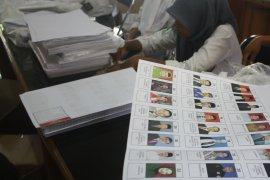 Ribuan surat suara di Karawang rusak