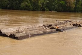 Polda Kalbar amankan kapal motor bawa kayu bulat ilegal