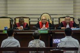 Hakim Tipikor vonis beragam lima terdakwa perizinan tower