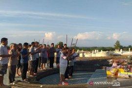 Warga Tionghoa di Belitung sembahyang bersama pada puncak perayaan Cheng Beng