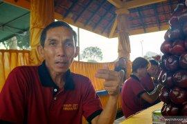 Wisatawan empat negara ritual sembahyang Cheng Beng di Pangkalpinang